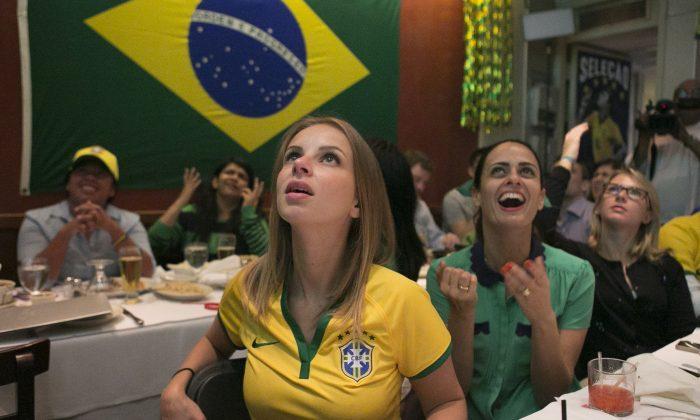 Spectators watch a Soccer World Cup game at Emporium Brasil in Manhattan's Little Brazil district, New York, June 12, 2014. (Samira Bouaou/Epoch Times)