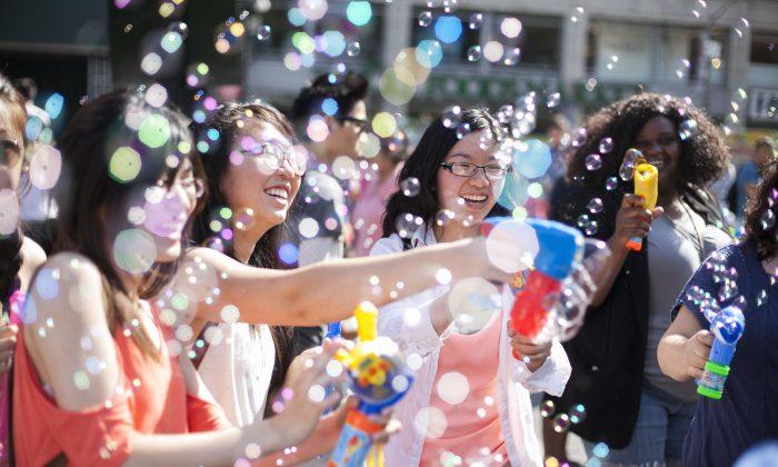 The annual Bubble Battle at Union Square in New York City, June 14, 2014. (Samira Bouaou/Epoch Times)