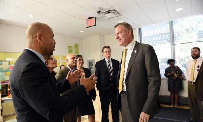 Mayor Bill de Blasio greets Bronx Borough President Rubén Díaz Jr. at the New Settlement Community Center in the Bronx on Tuesday. (Diana Robinson/Mayor's Office)