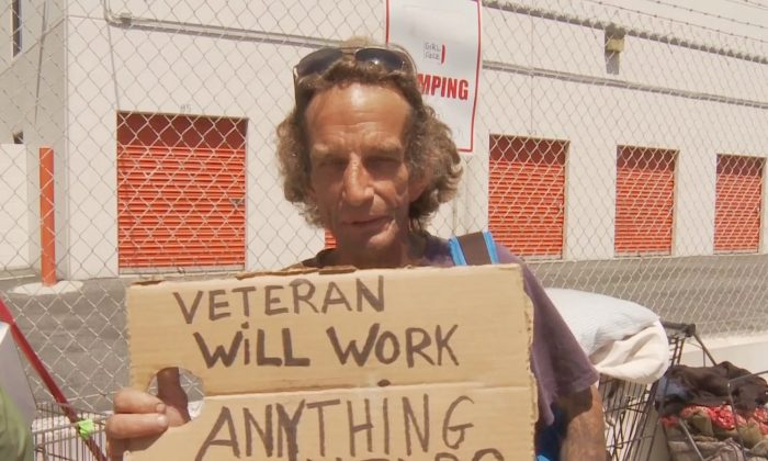 Homeless veteran Dermott McCarthy asks for help on the streets of Venice, Calif., on June 20, 2014. (Eric Zhang/Epoch Times)