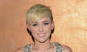 Miley Cyrus Instagram, Twitter: 'Wrecking Ball' Takes VMA; Facebook Post Raise Awareness About 'Youth Homelessness'
