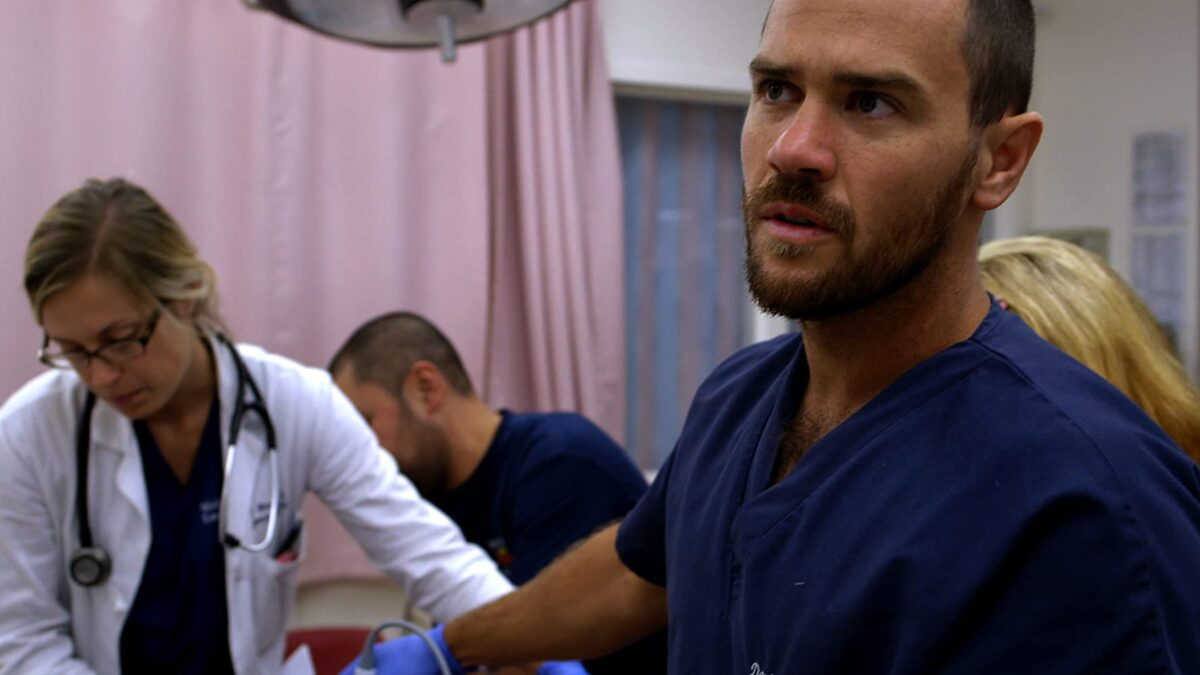 """Doctor with goatee in blue scrubs in """"Code Black"""""""