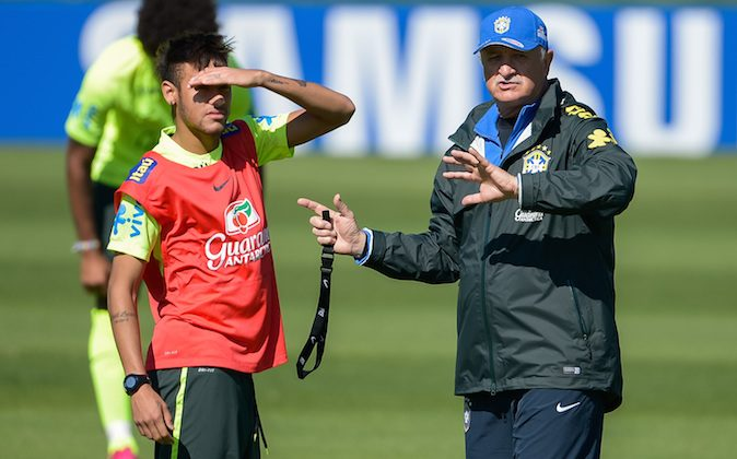 Head coach Luiz Felipe Scolari (L) speaks with a Neymar during a training session of the Brazilian national football team at the squad's Granja Comary training complex, in Teresopolis, 90 km from downtown Rio de Janeiro on June 05, 2014 in Teresopolis, Brazil. (Photo by Buda Mendes/Getty Images)