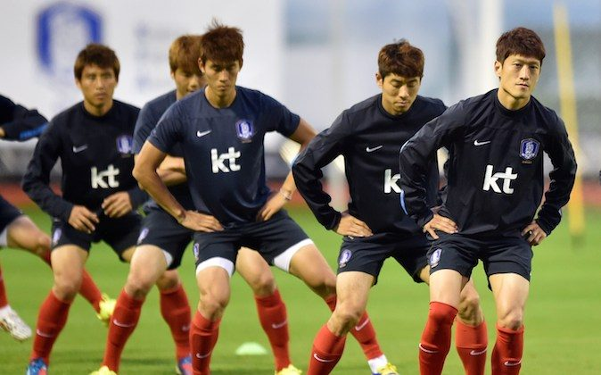 South Korea's midfielder Lee Chung-Yong (R) warms up with teammates during a training session in Foz do Iguacu, on June 13, 2014 during the 2014 FIFA World Cup in Brazil. (JUNG YEON-JE/AFP/Getty Images)