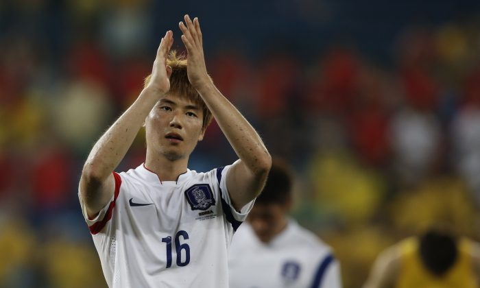 South Korea's midfielder Ki Sung-Yueng applauds after the Group H football match between Russia and South Korea in the Pantanal Arena in Cuiaba during the 2014 FIFA World Cup on June 17, 2014. (ADRIAN DENNIS/AFP/Getty Images)