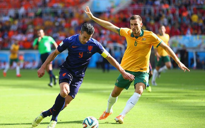 Robin van Persie of the Netherlands controls the ball as Matthew Spiranovic of Australia gives chase during the 2014 FIFA World Cup Brazil Group B match between Australia and Netherlands at Estadio Beira-Rio on June 18, 2014 in Porto Alegre, Brazil. (Photo by Jeff Gross/Getty Images)