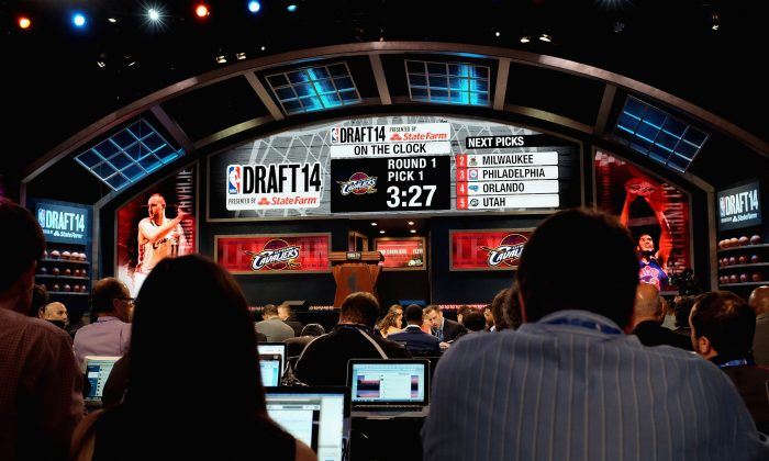 NEW YORK, NY - JUNE 26: Media await the first pick of the 2014 NBA Draft at Barclays Center on June 26, 2014 in the Brooklyn borough of New York City. (Photo by Maribel de la Torre/Getty Images)