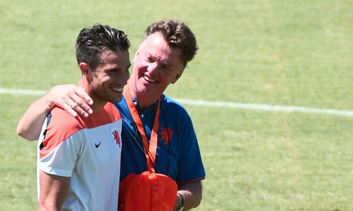 Netherlands' coach Louis van Gaal (R) hugs Netherlands' forward Robin van Persie during a team training session at the Presidente Vargas stadium in Fortaleza on June 28, 2014 on the eve of their Round of 16 football match between Netherlands and Mexico in the 2014 FIFA World Cup. (DAMIEN MEYER/AFP/Getty Images)