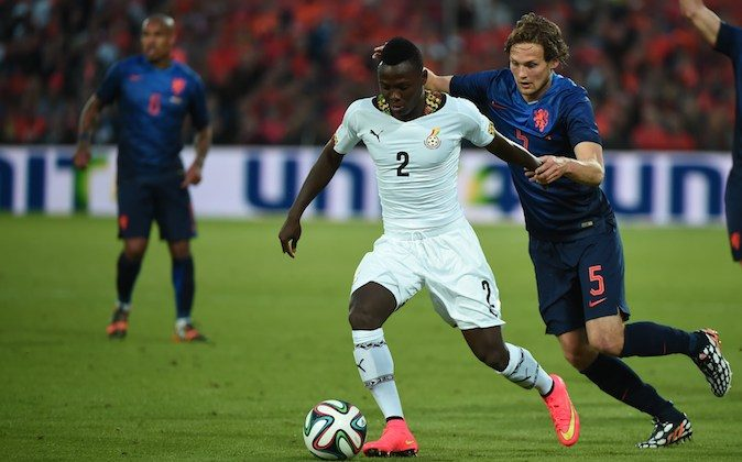 Ghana's defender Samuel Inkoom (L) vies with Netherlands' midfielder Daley Blind during the international friendly football match Netherlands against Ghana on May 31, 2014  at the Kuip Stadium in Rotterdam. (DAMIEN MEYER/AFP/Getty Images)