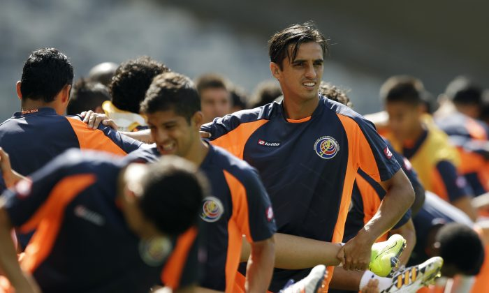 Costa Rica's captain Bryan Ruiz takes part in a stretching exercise during an official training session the day before the group D World Cup soccer match between Costa Rica and England at the Mineirao Stadium in Belo Horizonte, Brazil, Monday, June 23, 2014. (AP Photo/Matt Dunham)