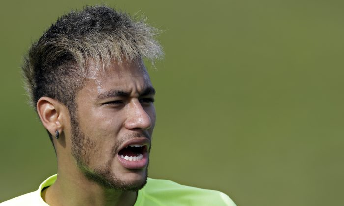 Brazil's Neymar yells out to teammates during a training session at the Granja Comary training center in Teresopolis, Brazil, Thursday, June 26, 2014. Brazil will face Chile in their next World Cup soccer match, Saturday. (AP Photo/Andre Penner)