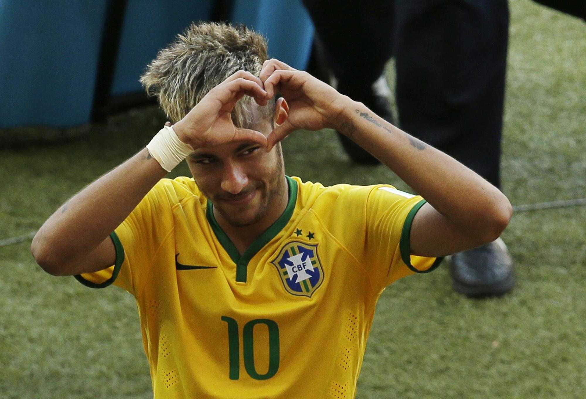 Рука на сердце фото футбол если