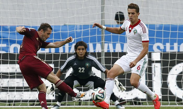 Russia's Alexander Kerzhakov, left, shoots as Morocco's Zouhair Feddal, right, tries to block during a friendly soccer match in Moscow, Russia, Friday, June 6, 2014. Kerzhakov scored on June 17, 2014 against Korea in the World Cup. (AP)