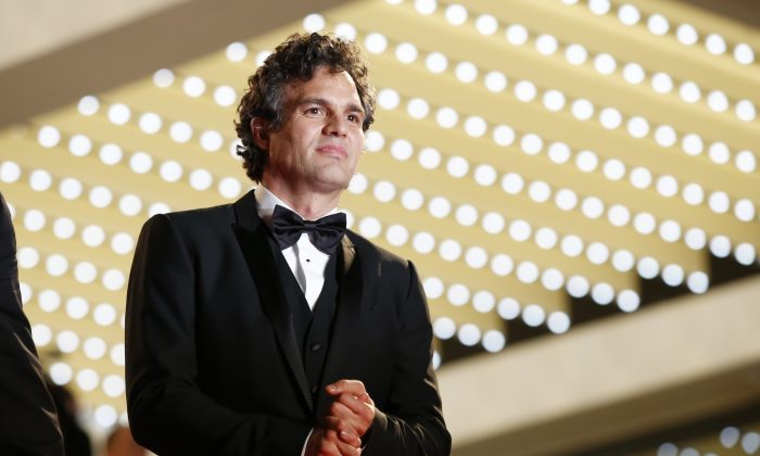 Actor Mark Ruffalo leaves following the screening of Foxcatcher at the 67th international film festival, Cannes, southern France, Monday, May 19, 2014. (AP Photo/Alastair Grant)