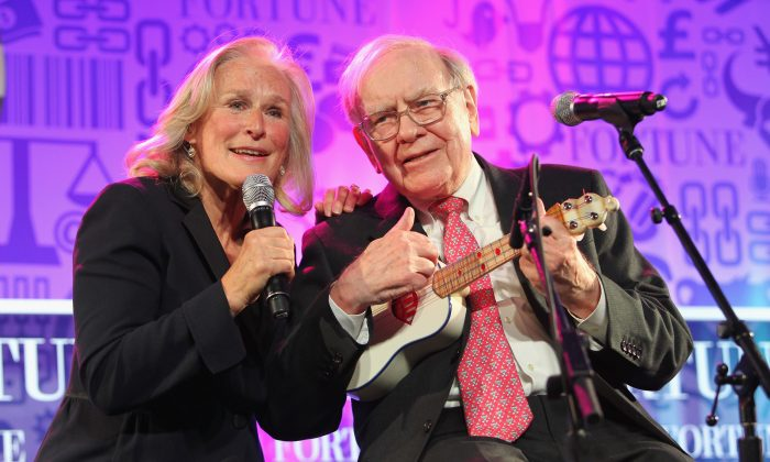 Glenn Close and Warren Buffett perform onstage at the FORTUNE Most Powerful Women Summit in Washington, D.C., on Oct. 15, 2013. (Paul Morigi/Getty Images for FORTUNE)