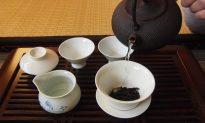 Gaiwan (Lidded Bowl) Tea Brewing