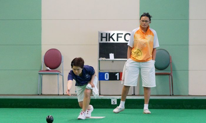 While heavy rainstorm washed away most of the Premier League games last Sat, June 21, a number of indoor matches were not affected and went ahead as scheduled. Hong Kong International Helen Cheung (in orange) and her Police team lost 8:0 at Hong Kong Football Club and remain anchored at the bottom of Division One. (Stephanie Worth)