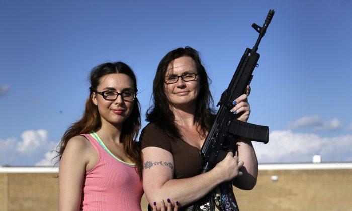 Tara Cowan, (R), and her daughter Selena Canela, (L), members of Open Carry Tarrant County, in Haltom City, Texas, May 29. (AP Photo/Tony Gutierrez)