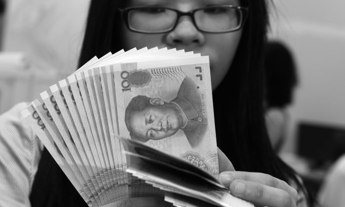 The 2013 audit of the revenue and expenditure of 38 central sector units show billions of illegal income, according to official reports. (Sam Yeh/AFP/Getty Images)