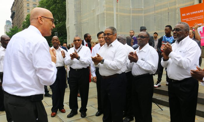 "Brooklyn Community Chorus vocalists conclude Father's Day Pledge with ""Great Gettin' Up Morning"" rendition in Manhattan, on June 11, 2014. (Brendon Fallon/Epoch Times)"