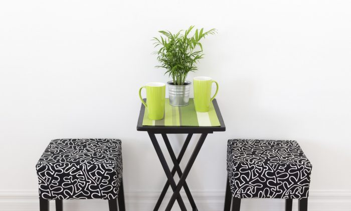 Small, casual pieces of furniture can be moved around when entertaining. Stools can do double duty as side tables. (AnikaSalsera/iStock/Thinkstock)