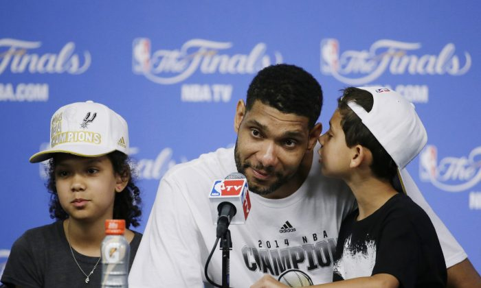 San Antonio Spurs forward Tim Duncan, with his daughter Sydney, (L), and son Draven, (R), In San Antonio on Sunday. (AP Photo/Tony Gutierrez)