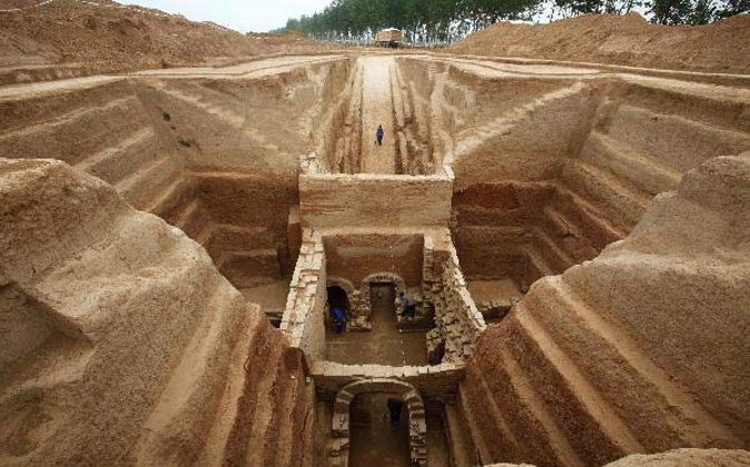 An elaborate Han Dynasty tomb. (Chinancient.com)