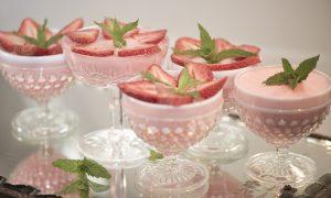 Simple and Lite Strawberry Gelatin Dessert