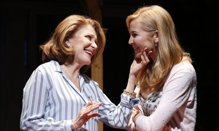 """(L–R) Linda Lavin and Jennifer Westfeldt play mother and daughter in """"Too Much Sun."""" (Carol Rosegg)"""