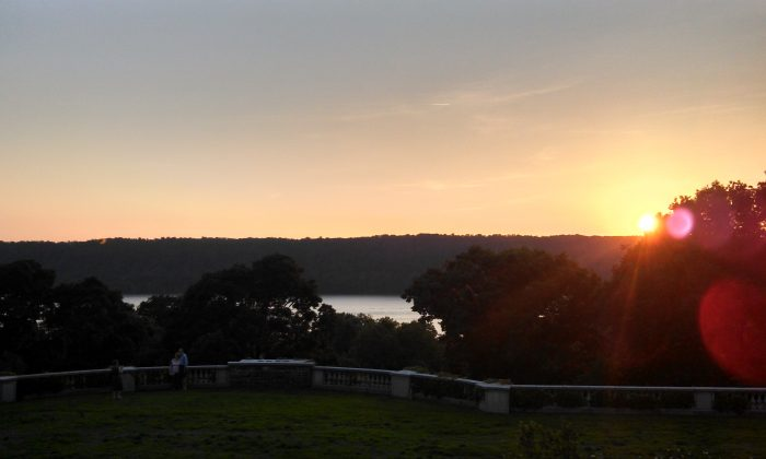 Sunset over the Palisades with a view of the Hudson from Wave Hill Park   c.hoernlein