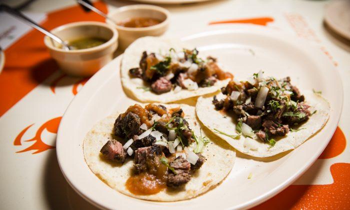 Carne asada taco, with Black Angus skirt steak. (Edward Dai/Epoch Times)