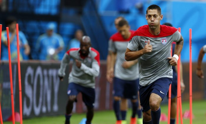 United States' Clint Dempsey works out during a training session at the Arena da Amazonia in Manaus, Brazil, Sunday, June 22, 2014. (AP Photo/Paulo Duarte)