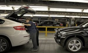 BMW: to Cut 100 Million Euros of German Labor Costs from 2015 (Video)