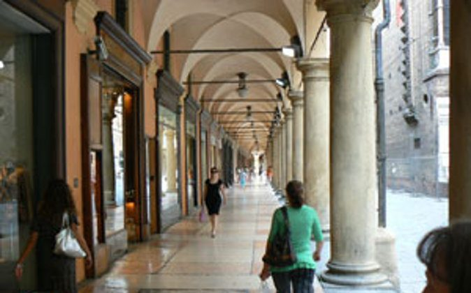 Strolling under the Porticos, more than 40 kilometres, in the city of Bologna. photos by Max Hartshorne. (Go Nomad)