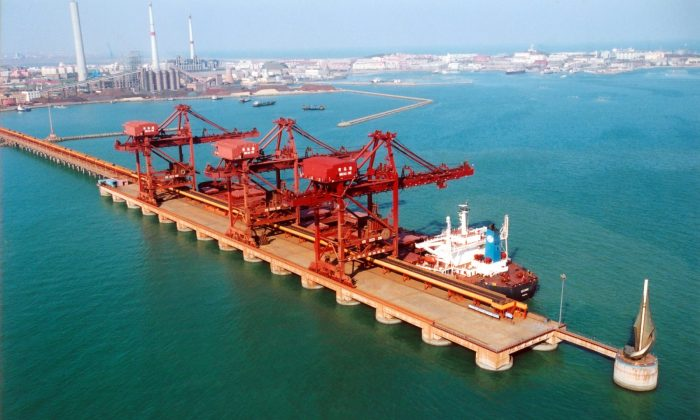 The Port of Qingdao in Shandong Province, eastern China.   (Courtesy of megaconstrucciones.net)
