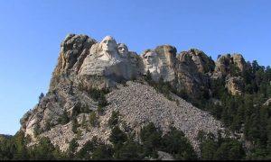 Take Tour of Mount Rushmore