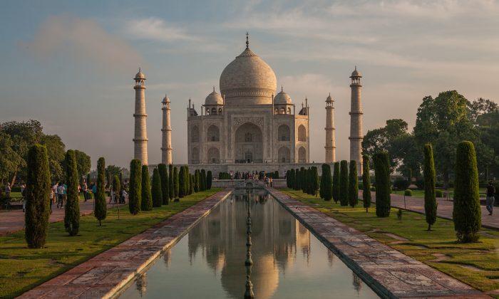 Taj Mahal, Agra, India. (Sandeepachetan.com)