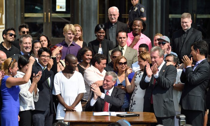 Mayor Bill de Blasio at bill signing for municipal IDs in New York, July 10, 2014. (Rob Bennett/Mayoral Photography Office)