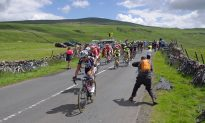 Cyclists in The Tour de France Use Acupuncture To Stay in Top Form