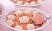 Chill Out With a Mini-Strawberry-Rhubarb Crisp Ice Cream Pie
