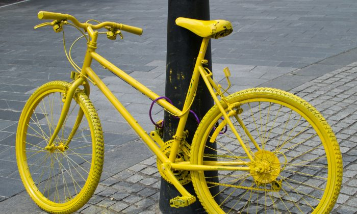 One of the many bicycles painted yellow to be seen around Yorkshire before and during the UK Grand Départ of the Tour de France. (Epoch Times)