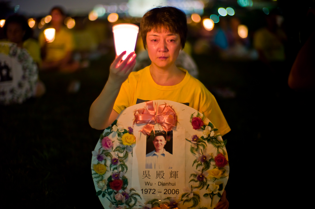 Falun Gong practitioner Jennifer Zeng, cries as she honors a victim of the persecution at the Washington Monument, July 22, 2010. (Mark Zou/The Epoch Times)