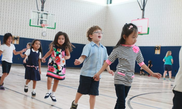 Children exercise in a New York City public school gym on September 9, 2013. (Ivan Pentchoukov/Epoch Times)