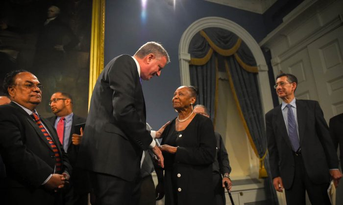 Mayor Bill de Blasio and District Council 37 Executive President Lillian Roberts at City Hall in Manhattan on July 2, 2014. (Ed Reed/Mayor's Office)