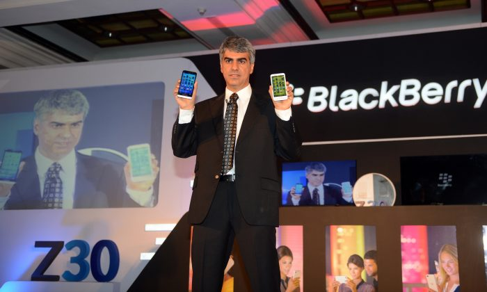 Sunil Lalvani, BlackBerry Managing Director for India, displays the BlackBerry Z30 smartphone during a product launch in New Delhi on October 24, (RAVEENDRAN/AFP/Getty Images)