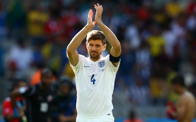 Steven Gerrard of England acknowledges the fans after a 0-0 draw during the 2014 FIFA World Cup Brazil Group D match between Costa Rica and England at Estadio Mineirao on June 24, 2014 in Belo Horizonte, Brazil. (Photo by Richard Heathcote/Getty Images)