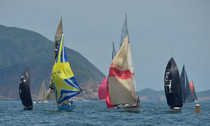 Boats close in on the Leeward Mark during the first geometric race on Day-4 of the Hebe Haven Quest Yachting Typhoon Series 2014 on Sunday July 20, 2014. (Bill Cox/Epoch Times)
