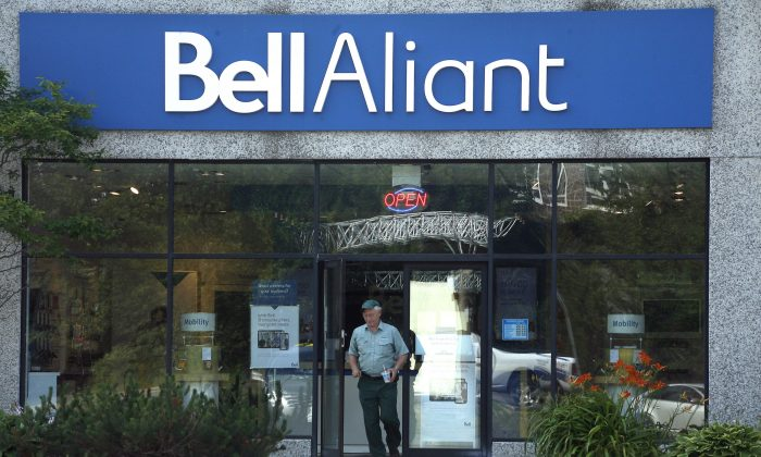 A Bell Aliant retail location in Dartmouth, N.S. on July 23, 2014. (The Canadian Press/Darren Pittman)