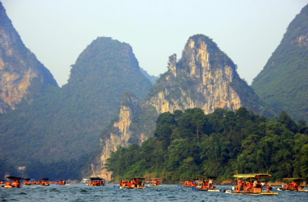 Boats All Over the River (eTramping.com)