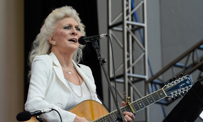 "Judy Collins singing ""Turn, Turn, Turn"""